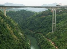 Our first major bridge in Hunan Province was the Mengdong River Bridge at the city of Yongshun with a deck 420 feet / 128 meters high. Image by Eric Sakowski