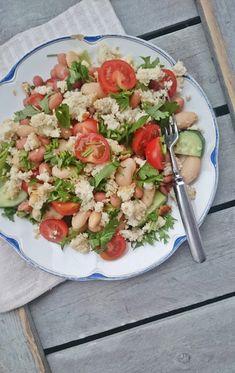 Ruokakonttuuri: Sitruunamarinoidut pavut ja papu-mantelifetasalaatti / Salad with lemon marinated beans and almond feta