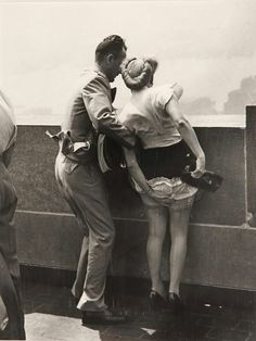 Weegee, On Top of The Empire State Building, ca. Printed Weegee, On Top of The Empire State Building, ca. Vintage Pictures, Old Pictures, Old Photos, Weegee Photography, Street Photography, Empire State Building, Actrices Hollywood, Vintage Lingerie, Vintage Photographs