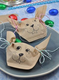 Perfect for the Easter table: this little DIY idea . Perfect for the Easter table: this little DIY idea is a sweet goodie for your guests. The Easter bunnies from filter bags just fill with eggs and your easter table decoration is ready