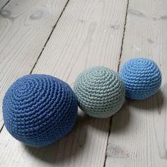 Bløde bolde, perfekte til de mindste. Opskrift fra Danske hækleopskrifter. Knitting, Sewing, Crochet, Mini, Creative, Inspiration, Patterns, Amigurumi, Biblical Inspiration