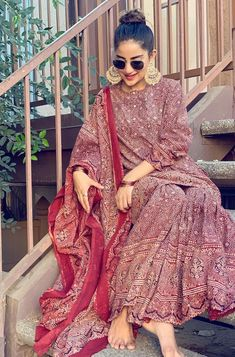 Indian Attire, Indian Wear, Indian Outfits, Indian Dresses, Mehendi Outfits, Kurti Designs Party Wear, Kurta Designs, Pakistani Dresses Casual, Pakistani Clothing