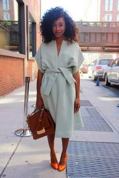 Street style courtesy of Corinne Bailey Rae. Yes, I know it kinda looks like a bathrobe, but it is a coat. Cut her some slack.