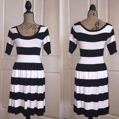 Express Dress Black and white color block express skater dress Express Dresses Midi