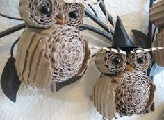 Recycle Reuse Renew Mother Earth Projects: How to make Corrugated Cardboard Owl - cute idea for halloween Halloween Owl, Holidays Halloween, Halloween Crafts, Holiday Crafts, Holiday Fun, Halloween Decorations, Diy Owl Decorations, Owls Decor, Halloween Tutorial