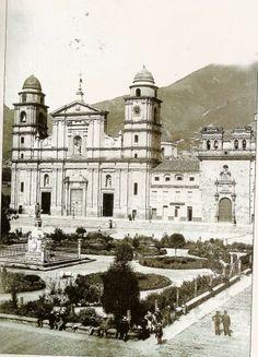 1886, Plaza de Bolívar, Catedral Primada - Bogotá, Colombia
