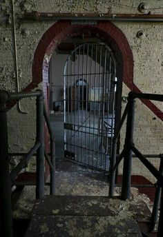 The Big Gate - Photo of the Abandoned York Street Jail Abandoned Prisons, Abandoned Buildings, Abandoned Places, York Street, Gate, Around The Worlds, Scene, Big, Serial Killers