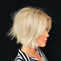 60 Layered Bob Styles: Modern Haircuts with Layers for Any Occasion, Frisuren, Messy Blonde Bob. Layered Bob Hairstyles, Haircuts For Fine Hair, Short Bob Haircuts, Modern Haircuts, Cool Hairstyles, Hairstyles Haircuts, Blonde Hairstyles, Bobs For Fine Hair, Ladies Hairstyles