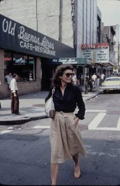 Jackie O in NYC, 1981 -- dark blue button-up shirt, light ...