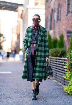 "Olivia Palermo Web on Twitter: ""Olivia Palermo in NYC✨… "" Estilo Olivia Palermo, Olivia Palermo Lookbook, Olivia Palermo Style, Grey Fashion, Autumn Fashion, Style Me, Cool Style, Autumn Street Style, Celebrity Style"