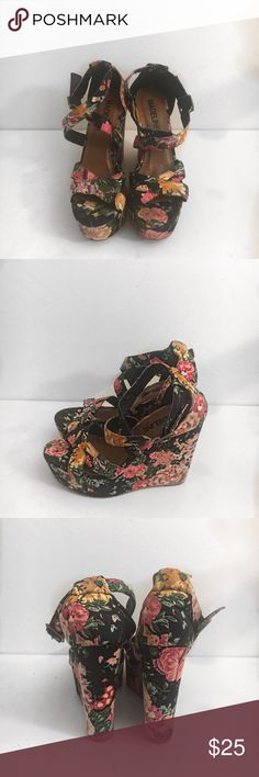Cute floral wedges Got these as a gift for my birthday don't really wear anymore hope somebody can enjoy them Shoes Wedges