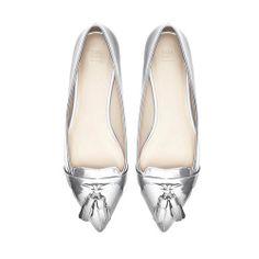 15 Trendy Pointy Toe Flats  - http://trendyinsight.com/15-trendy-pointy-toe-flats/