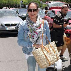 Muy original... Pashmina Shawl, Straw Bag, Bags, Fashion, The Originals, Handbags, Moda, Fashion Styles, Fashion Illustrations