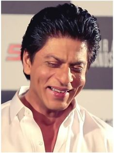 Haa kyu ki mai jab 10 salaa ka tha muhje harr ladki sa sacha pyarr hojata tha mera bacha tho 5 6 year hoga tab hi pyarr karaga King Of Hearts, Aishwarya Rai, Shahrukh Khan, My King, Dimples, Bollywood, Hairstyles, Smile, Actors