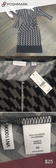 New York & Co Geometric Faux Wrap Dress Black Gray Pretty faux wrap dress by NY&C. Very flattering! Front has keyhole detail with silver button. Unlined. Size XS, but very stretchy and will fit a small as well. Price is firm. Bundle to save an extra 20% New York & Company Dresses