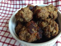 Surprisingly delicous sweet-and-sour meatballs Sweet And Sour Meatballs, Cookies, Ethnic Recipes, Desserts, Food, Crack Crackers, Tailgate Desserts, Deserts, Biscuits