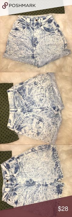Vintage acid wash mom shorts Congo trader cuffable The waist is 23. The butt is about 25. Message me wth other measurement inquiries. The size says 5/6 but these are vintage so there's no telling . They look like a 0 to me Shorts Jean Shorts