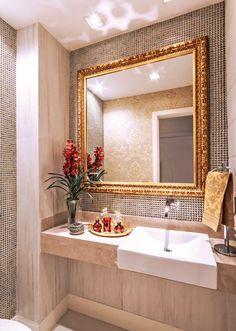 Espelhos com molduras em banheiros e lavabos - veja ideias simples e inspiradoras!