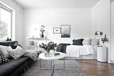 I trivsamma Johanneberg välkomnas ni till detta välplanerade och nyrenoverade funkishem. Här bor ni lugnt och skönt i ett område som präglas av sina grönskande omgivningar. Ett utmärkt läge med när...