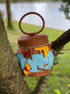 This New Winnie the Pooh Crossbody Bag from Disney X Danielle Nicole is as Sweet as Hunny! Disney Food, Cute Disney, Disney Stuff, Disney Brands, Disney Parks, Classic Disney Characters, Disney Dining Plan, Lady And The Tramp, Disney Outfits