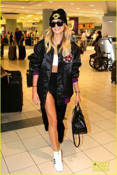 Gigi Hadid & Hailey Baldwin Arrive in Toronto Ahead of MMVAs Tonight | hailey baldwin gigi hadid head toronto mmva prep 04 - Photo
