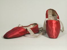 1815-30 red silk satin cotton lined dance slippers. Snowshill Manor