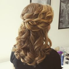Half up half down wedding hairstyles,partial updo bridal hairstyles - a great options for the modern bride from flowy bohemian to clean contemporary Half Up Half Down Hair Prom, Wedding Hairstyles Half Up Half Down, Wedding Hair Down, Bride Hairstyles, Messy Hairstyles, Pretty Hairstyles, Hairstyle Ideas, Church Hairstyles, Bridesmaid Hairstyles