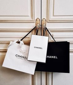 C H A N E L awesome Tagged with bag bags black and white chanel chic clothes coco chanel fashion glam luxury outfits shopping style Coco Chanel, Chanel Bags, Vanessa Moe, Prada, Mode Poster, Image Mode, Images Esthétiques, Boujee Aesthetic, Luxe Life