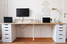 The IKEA Kallax collection Storage furniture is an essential element of any home. Elegant and wonderfully simple the shelf Kallax from Ikea , for exa Mesa Home Office, Home Office Space, Home Office Desks, Office Decor, At Home Office Ideas, Diy Office Desk, Office Setup, Bedroom Office, Office Organization