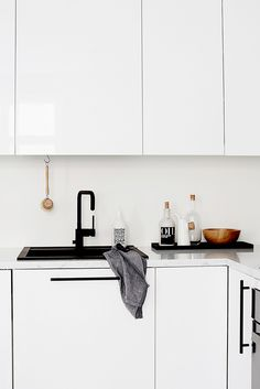 Exceptional Kitchen Remodeling Choosing a New Kitchen Sink Ideas. Marvelous Kitchen Remodeling Choosing a New Kitchen Sink Ideas. Corner Sink Kitchen, Kitchen Sink Design, Farmhouse Sink Kitchen, Kitchen Sink Faucets, Rustic Kitchen, Interior Design Kitchen, New Kitchen, Kitchen Decor, Farmhouse Style