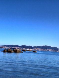 BEBETECAVIGO. A este lado Vigo, enfrente Península del Morrazo. bebetecavigo.