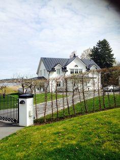new england hus missfixtrix New England Hus, Interior Garden, Pool Houses, House Goals, Home Fashion, Interior Design Living Room, Exterior Design, Home Art, Future House
