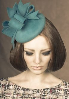 Rachel Trevor Morgan, A/W 2013 - Teal velour felt pillbox with felt bows.