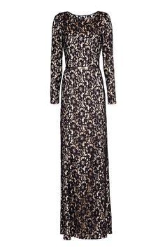 Vestido largo de encaje con cinturón fino y manga larga, de Mango (119 €).