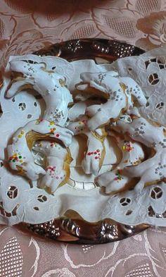 Pistoccheddu sardu 😀 Questo dolce è molto antico, semplice, veloce da fare, ma buonissimo, non contiene nessun lievito, la voglio condividere con v