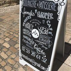 Ah oui! J'ai failli oublier! Le résultat du chevalet crée vendredi pour le boulanger à Savennières, Manus Bread. #chevalet #lettering #ardoise #chalkboardsign #craieblanche #craie #savennieres #maineetloire #angers