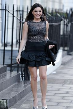 Kelly Brook prefers to dress down - but with a touch of glamour. Kelly Brook Body, Kelly Brook Style, Kelly Brook Photos, Gypsy Costume, Stunning Women, Beautiful Females, Victoria Dress, Celebs, Celebrities Fashion