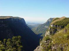 O Parque Nacional de Aparados da Serra é área de proteção de Mata de Araucárias e está situado no município de Cambará do Sul, na região dos Campos de Cima da Serra