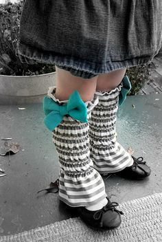 Leg warmers with a bow