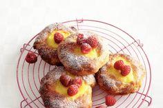 Heerlijk zachte puddingbroodjes met een romige vulling - Recept - Allerhande