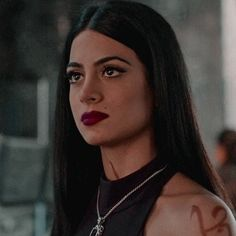 Isabelle Lightwood, Livros Cassandra Clare, Poses, Ed Wallpaper, Timothy Drake, Netflix, Clary And Jace, Shadowhunters Tv Show, Cute Baby Videos