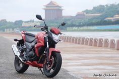 The T2 is Taiwanese scooter manufacturer, SYM's biggest motorcycle yet at 250cc.