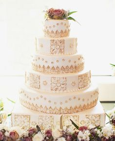 Cake by Creative Cakes // Photo by Lauren F. Liddell Photography // http://blog.theknot.com/2013/09/05/glamorous-metallic-wedding-cakes/