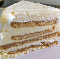 Or Cookies'n'Cream Ice Cream Cake. Or Maria Cookies Cake. Or Cookies'n'Cream Frozen Cake. Or just Cookies Cake. Ice Cream Cookies, Ice Cream Desserts, Köstliche Desserts, Frozen Desserts, Cream Cake, Delicious Desserts, Dessert Recipes, Food Cakes, Cupcake Cakes