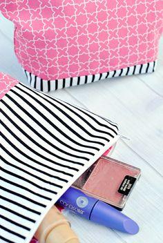 kleines täschchen nähen make up beutel schminktasche aus stoff selber machen Up, Bags, Fashion, Diy Handbag, Striped Fabrics, Bag Tutorials, Small Bags, Sachets, Handbags