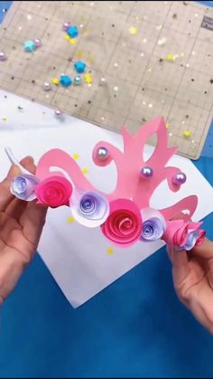 voila une couronne d'anniversaire 👌👌😍👧👧facile et rapide Paper Flowers Craft, Paper Crafts Origami, Paper Crafts For Kids, Diy For Kids, Origami Art, Flower Crafts, Paper Crafting, Diy Crafts Hacks, Diy Crafts For Gifts