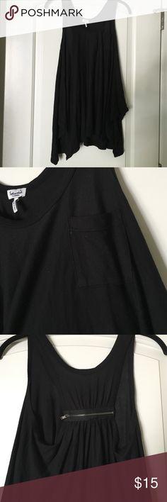 Splendid draped top Splendid top! Has small pocket on front as well as zipper in the back for a fun detail. It is la semi draped on sides Splendid Tops