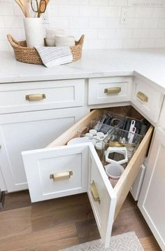 11 luxury kitchen storage ideas to save your space 7 Home Decor Kitchen, Kitchen Interior, New Kitchen, Home Kitchens, Kitchen Ideas, Kitchen Small, Pantry Ideas, Smart Kitchen, Decorating Kitchen