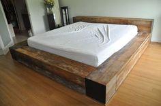 lit avec rangements à l'aspect bois usé