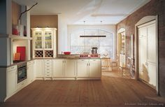 Traditional Antique White Kitchen Welcome! This photo gallery has pictures of kitchens featuring cream or antique white kitchen cabinets in traditional styles. Antique White Cabinets, Antique Kitchen Cabinets, Kitchen Cabinet Colors, Ivory Cabinets, Light Gray Walls Kitchen, Light Grey Kitchens, Cream Kitchens, Layout Design, Design Ideas
